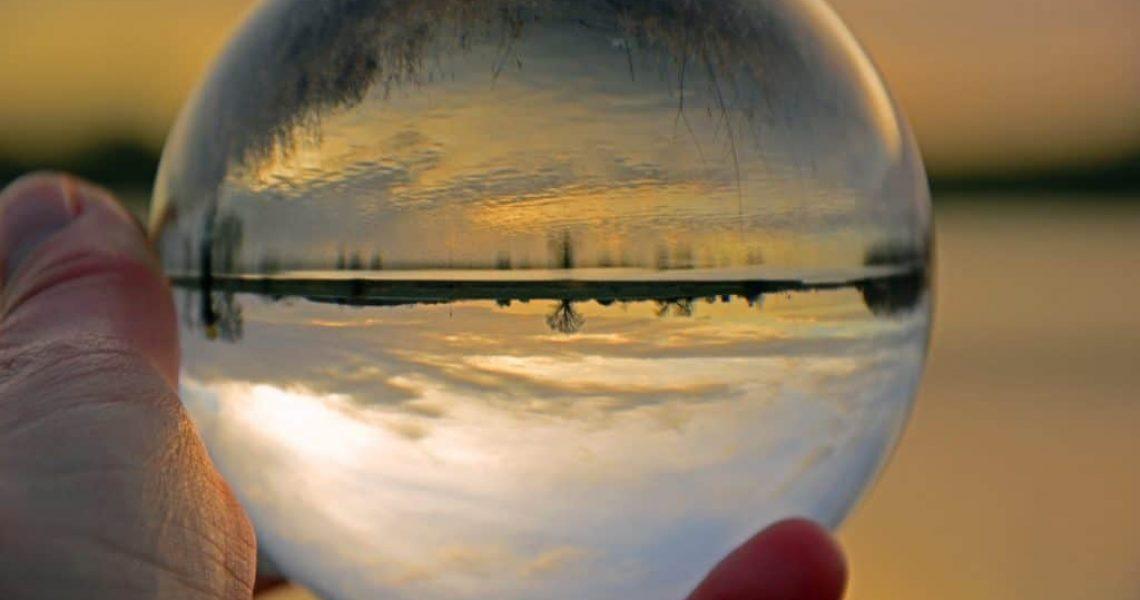 glass-ball-3931999_1920-1024x681